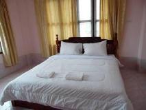Khamphone Hotel: guest room