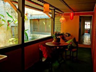 Wo Jia Lodge Kuching - Smoking Zone Balcony at 1st Floor