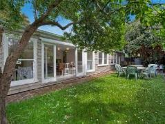 Red Door Holiday House | Cheap Hotels in Great Ocean Road - Apollo Bay Australia