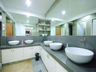 MNL Boutique Hostel Manila - Bathroom