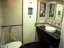 Sukh Hotel: bathroom