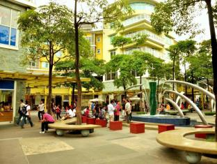Our Awesome Hostel Manila - Serendra Park- Walking Distance
