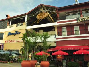 Our Awesome Hostel Manila - Fort Bars and Clubs- Walking Distance