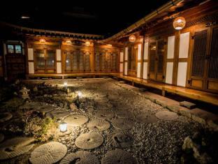/sv-se/bukyungdang-hanok-guesthouse/hotel/jeonju-si-kr.html?asq=vrkGgIUsL%2bbahMd1T3QaFc8vtOD6pz9C2Mlrix6aGww%3d