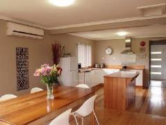 Australia Hotel Booking | Pinestumps Holiday House