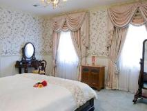The Residence: guest room