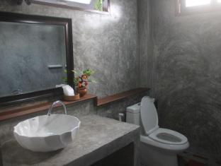 Pachkit House Chiang Mai - Villa 3 pax Bathroom