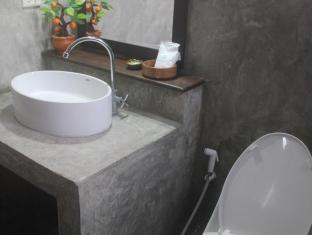 Pachkit House Chiang Mai - Villa 2 pax Bathroom