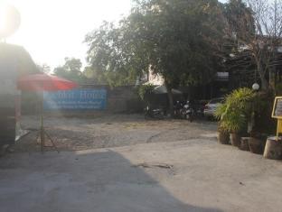 Pachkit House Chiang Mai - Parking