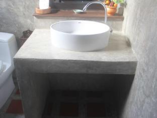 Pachkit House Chiang Mai - Bathroom