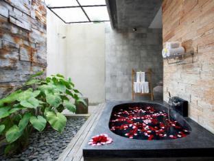 Villa Kayu Lama Bali - Bathroom