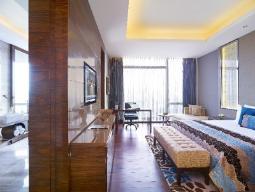 Deluxe Allure Suite Uitzicht op het zwembad Kingsize bed