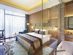 Deluxe met Kingsize bed, uitzicht op zwembad