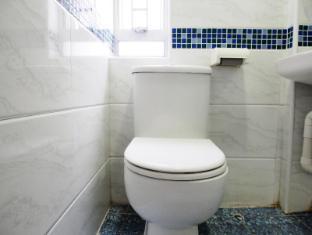 Reliance Inn Hong Kong - Bathroom