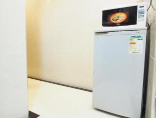 Reliance Inn Hong Kong - Fridge and Microwave Provided