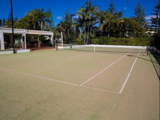 Carmel by the Sea Holiday Apartments Broadbeach Gold Coast - Tennis Court