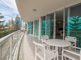 Carmel by the Sea Holiday Apartments Broadbeach Gold Coast - Balcony/Terrace