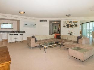 Carmel by the Sea Holiday Apartments Broadbeach Gold Coast - Guest Room