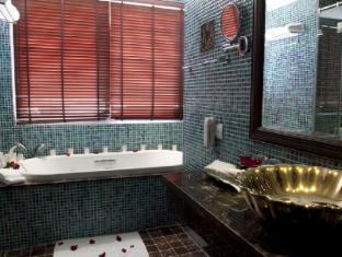 Golden Lotus Luxury Hotel Hanoi - Bathroom