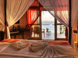Komandoo Island Resort Maldives Islands - Jacuzzi Beach Villa View
