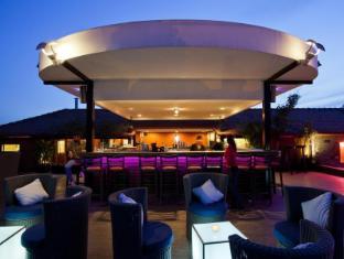 Amanjaya Pancam Suites Hotel Phnom Penh - Le Moon Terrace Bar