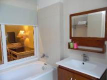 Day Inn Hotel: bathroom