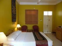Day Inn Hotel: guest room