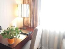 Beverly Plaza Hotel: guest room