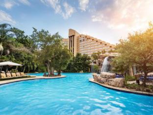 /the-cascades-hotel-at-sun-city/hotel/pilanesberg-za.html?asq=vrkGgIUsL%2bbahMd1T3QaFc8vtOD6pz9C2Mlrix6aGww%3d