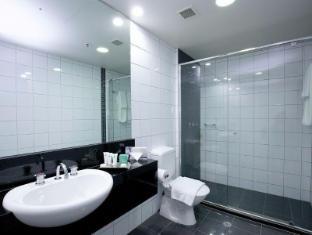 Darwin Central Hotel Darwin - Bathroom