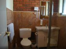 Melton Motor Inn: bathroom