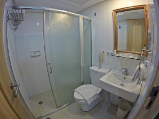 WellCome Hotel Cebu - Bathroom