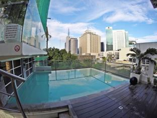 WellCome Hotel Cebu - Swimming Pool