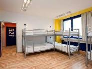 سرير واحد في مهجع مكون من 6 سريرمع حمام خاص