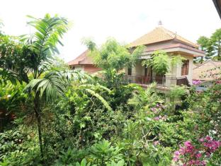 Frangipani Bungalow Bali - Garden
