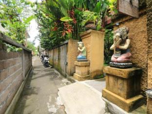 Frangipani Bungalow Bali - Entrance