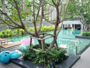 1 Bedroom Suite at National Stadium BTS Station Bangkok - Swimming Pool