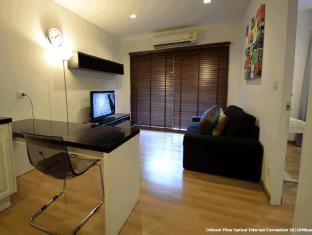 1 Bedroom Suite at National Stadium BTS Station Bangkok - Living Room