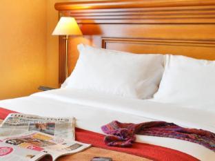 Hotel Paix Republique Paris - Guest Room