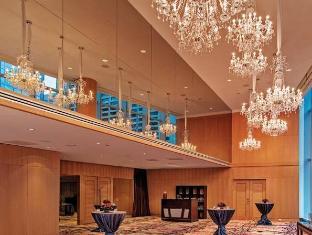 /shangri-la-hotel-toronto/hotel/toronto-on-ca.html?asq=jGXBHFvRg5Z51Emf%2fbXG4w%3d%3d