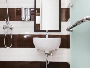 The Victoria Luxurious Hotel Bandung - Bathroom