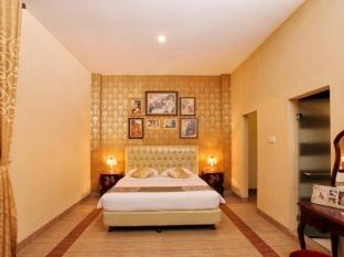 The Victoria Luxurious Hotel Bandung - Suite Room