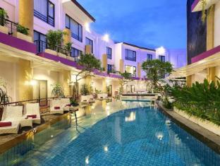 庫塔中央公園酒店 峇里 - 游泳池