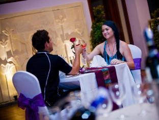 Kuta Central Park Hotel Бали - Ресторан