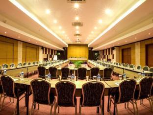 Kuta Central Park Hotel Бали - Комната для переговоров