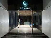 99 Bonham: entrance
