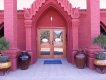 Crown Prince Hotel: entrance