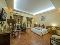 Crown Prince Hotel: suite double room