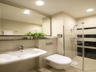 V Hotel Bencoolen Singapore - Bathroom