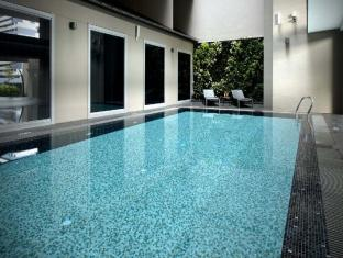 V Hotel Bencoolen Singapore - Swimming Pool